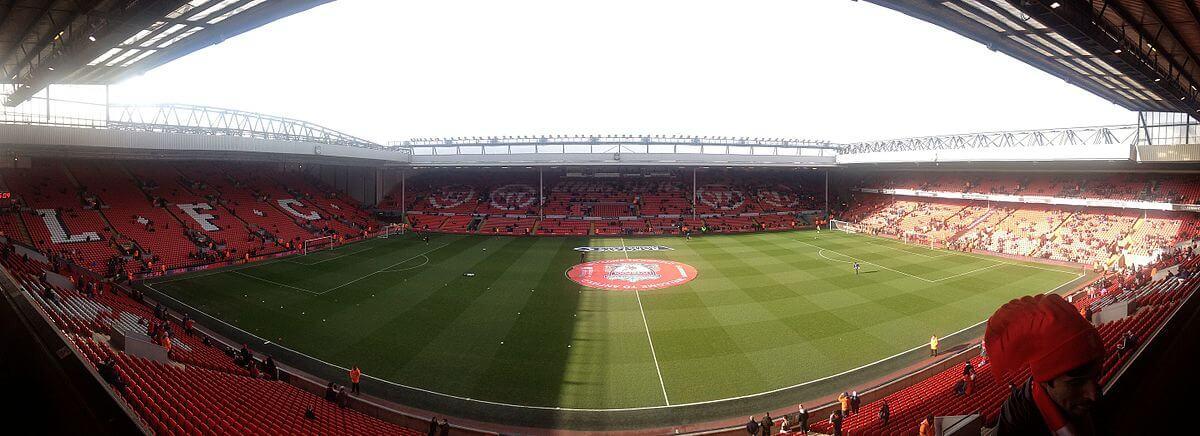 Anfield_Stadium_panorama_mit_Gästeblock