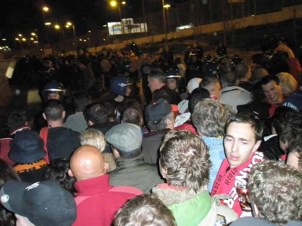Polizeiabsperrung_nach_dem_Spiel_Benfica_Nuernberg
