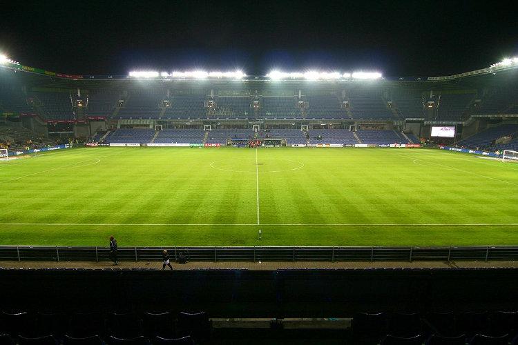 Bröndby Stadion unter Flutlicht