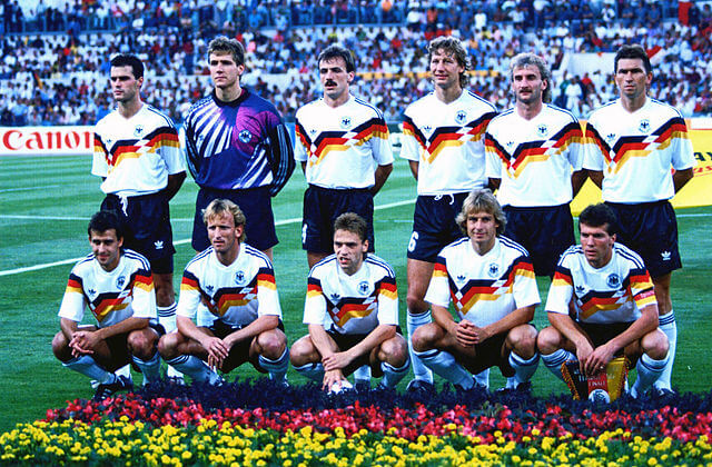 Pierre Littbarski bei WM 1990 Teambild