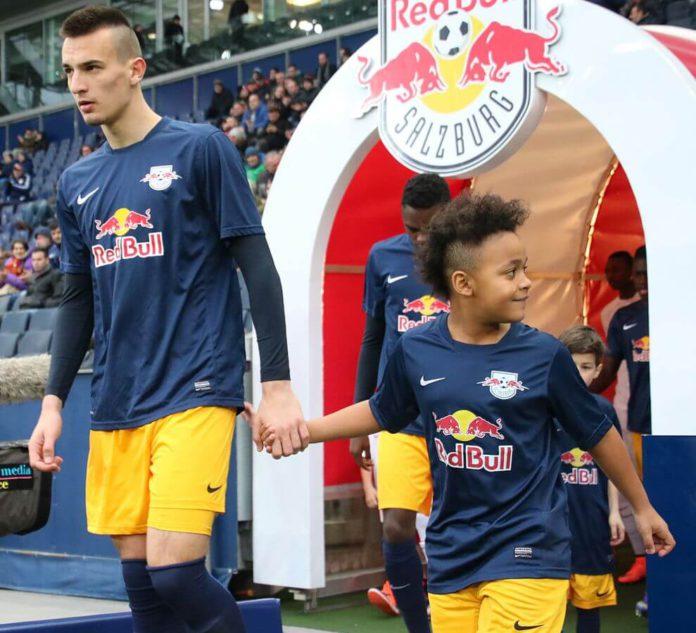 989px-UEFA_Youth_League_FC_Salzburg_vs._AS_Roma_18(1)